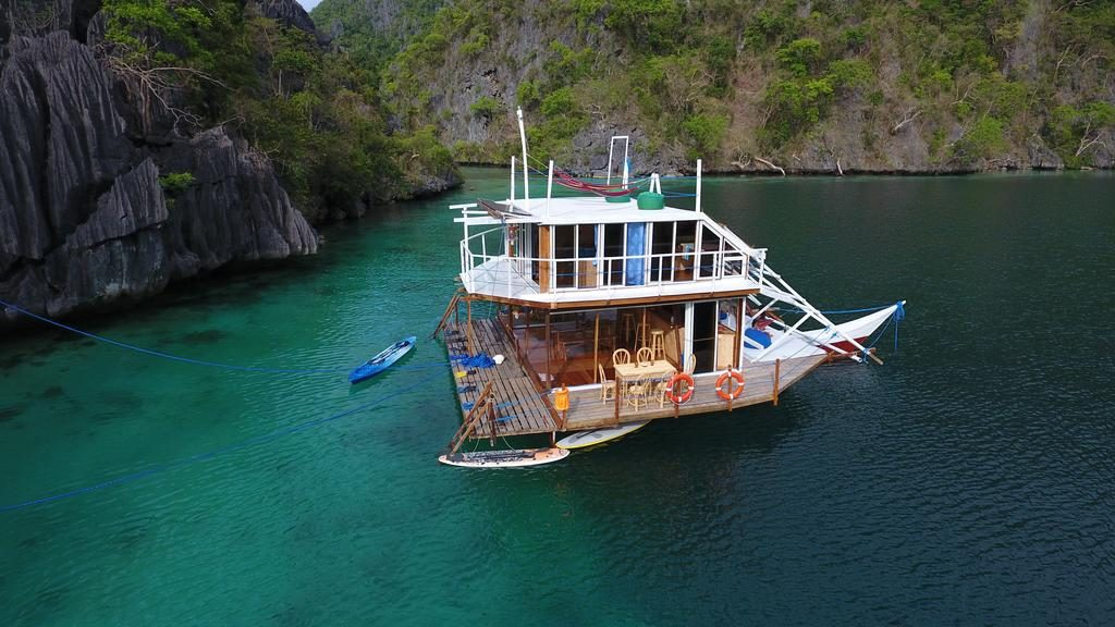 El Paolyn Floating House Restaurant, Coron sala